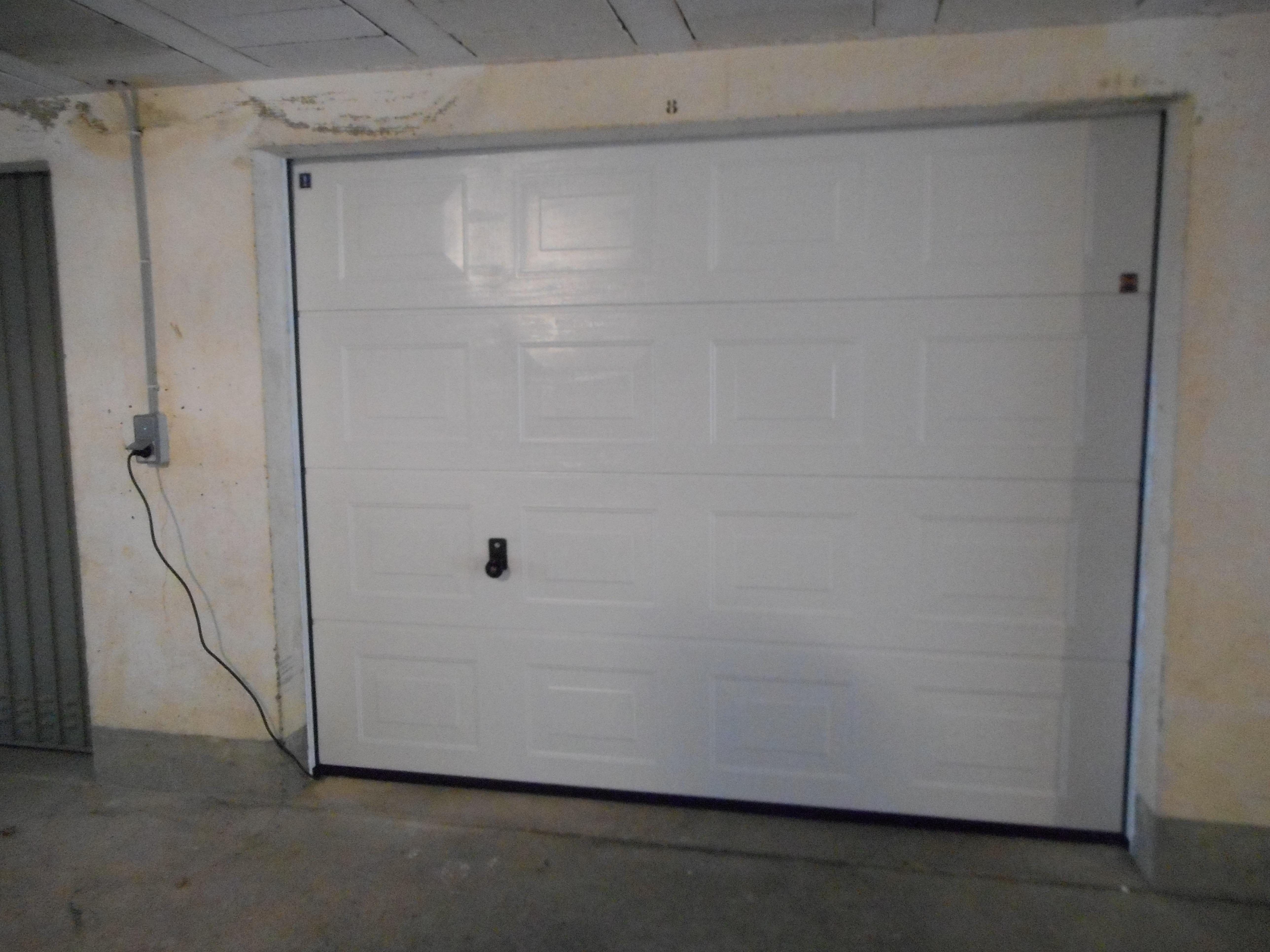 changer une porte de garage excellent nombre de ressorts pour une porte de garage basculante. Black Bedroom Furniture Sets. Home Design Ideas