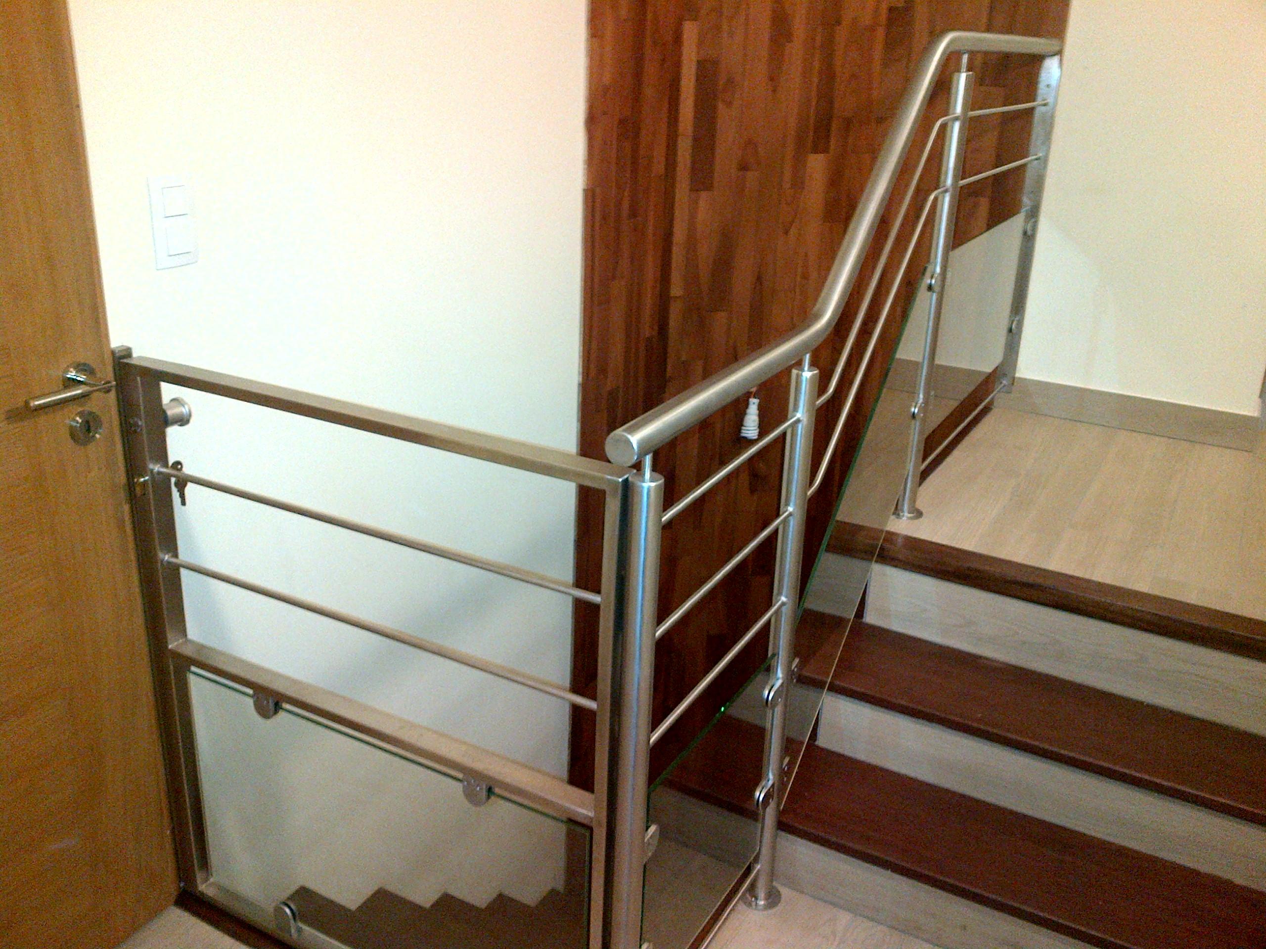 m tallerie cr ation de portillon en acier pliage appui. Black Bedroom Furniture Sets. Home Design Ideas
